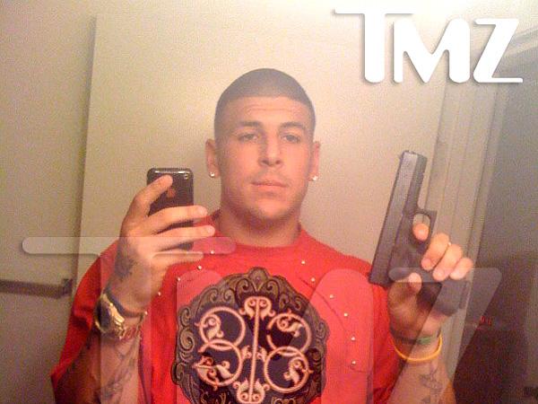 Aaron-Hernandez-Glock-Gun-Selfie